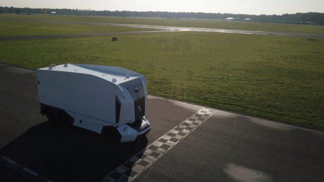 O primeiro caminhão autônomo sem cabine Einride T-Pod está à venda na Europa